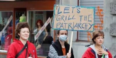 صرخة نسائية في سويسرا احتجاجا على العنف الأسري وعدم المساواة