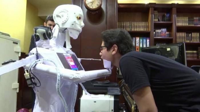 اختراع مصري.. «روبوت آلي» لفحص مصابي كورونا