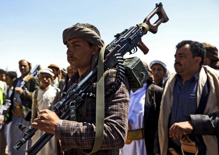 """الحوثيون و""""غارة المقبرة"""".. مليشياتٌ لا تراعي حُرمات"""