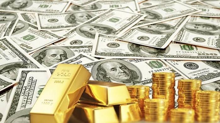مخاوف زيادة حالات الإصابة بكورونا تدفع الدولار للصعود والذهب للاستقرار