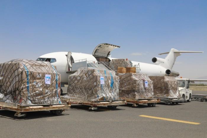 أوتشا: نقل 43 طن مستلزمات طبية لعدن وصنعاء
