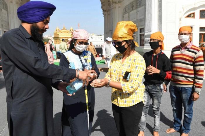 الهند تُسجل 300 وفاة و13500 إصابة جديدة بكورونا