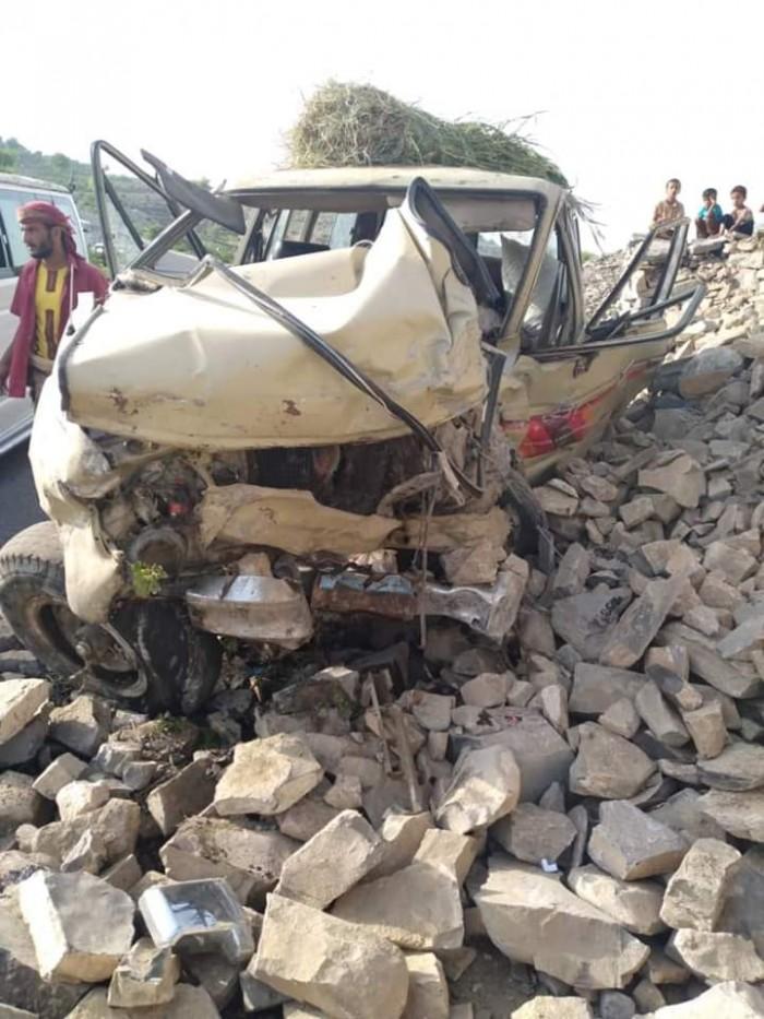 حادث مروع يقتل ويصيب 7 أشخاص بردفان