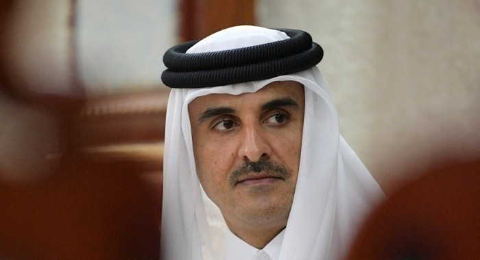 كاتب سعودي: تميم تعهد بدعم العملة التركية المتهالكة