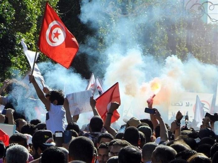 تجدد الاشتباكات بين الأمن التونسي والمتظاهرين