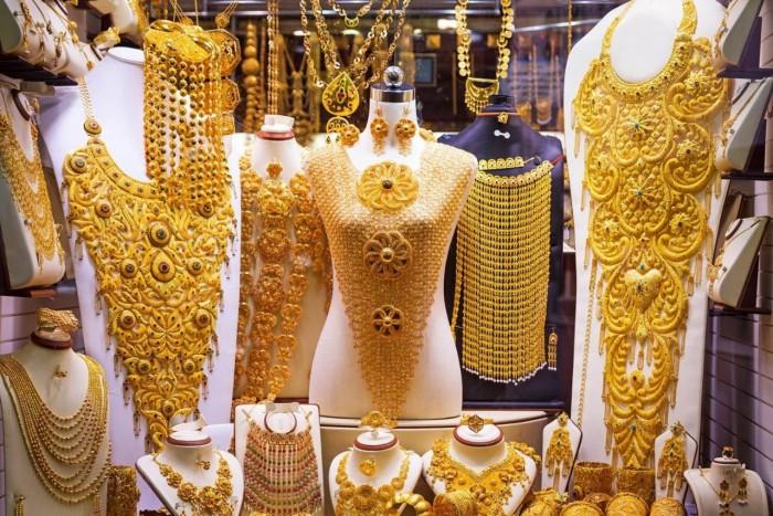 الذهب يُسجل أعلى ارتفاعًا بسبب مخاوف كورونا