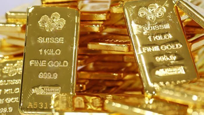 مخاوف ارتفاع حالات الإصابة بكورونا تصعد بالذهب لأعلى مستوى في 8 سنوات