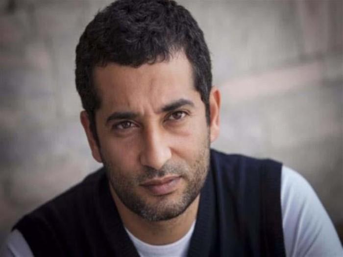 عمرو سعد يشارك جمهوره بصورة نادرة من دراسته الجامعية