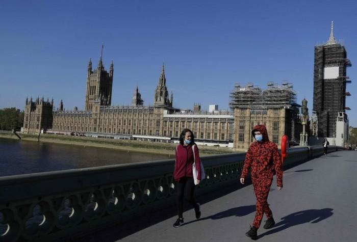 بريطانيا تُسجل 36 وفاة و901 إصابة جديدة بفيروس كورونا