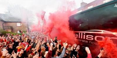 «ذا صن»: ليفربول معرض للحرمان من اللعب على أنفيلد بسبب جماهيره