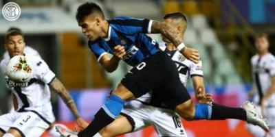 إنتر يقلب تأخرة لفوز بثنائية على بارما في الدوري الإيطالي