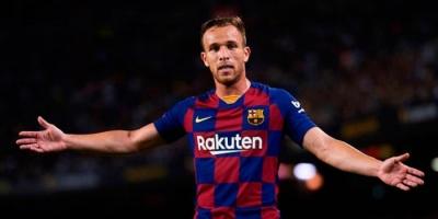 رسميا.. برشلونة يعلن انتقال آرثر إلى يوفنتوس