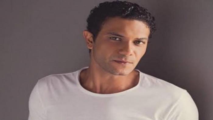 """بعد تخطيها 20 مليون مشاهدة.. آسر ياسين يحتفل بأغنية """"مليونير"""""""