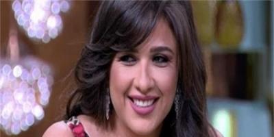 ياسمين عبدالعزيز تحذر من هذا الحساب بعد إعلانه خبر حملها