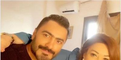 نهال عنبر في أحدث ظهور لها مع تامر حسني :ابني الثاني