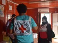 """""""الصليب الأحمر"""": أغذية لمصابي كورونا بعزل """"الجمهورية"""" في عدن"""