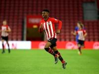 ساوثهامبتون الإنجليزي يعلن تجديد عقد مهاجمه الشاب