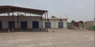 نزوح أهالي قرية بالتحيتا هربًا من القصف الحوثي (فيديو)