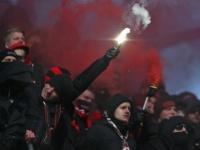 مشجعو ليفركوزن يودعون فريقهم بالأغاني والهتافات قبل السفر لبرلين