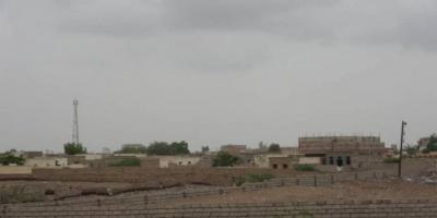 قناص حوثي يصيب طفلا بعيار ناري في التحيتا