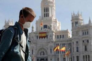 إسبانيا تفرض عزلاً على 200 ألف شخص بكاتالونيا بسبب كورونا