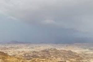 أمطار غزيرة على مناطق متفرقة بشبوة