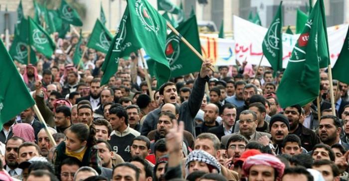 إعلامية كويتية تسخر من جماعة الإخوان بمصر.. لهذا السبب
