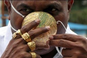 """بـ4 آلاف دولار.. كمامة من الذهب للتصدي لـ""""كورونا"""" في الهند"""