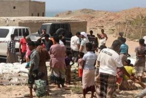 """بالصور.. 378 أسرة شرق سقطرى تتلقى مساعدات من """"خليفة الإنسانية"""""""