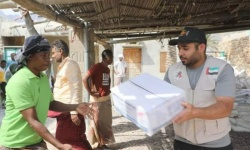 بالصور.. 407 أُسَر تتلقى مساعدات إماراتية في حديبو