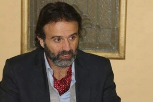 إصابة والد الفنان المصري أيمن عزب بفيروس كورونا