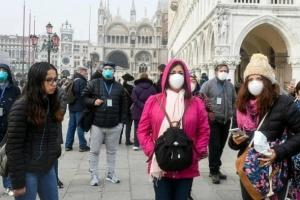 فرنسا تُسجل 32 وفاة جديدة بفيروس كورونا