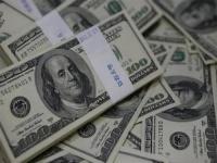موجة ارتفاع الإصابات بكوفيد-19 تقلص الطلب على الدولار