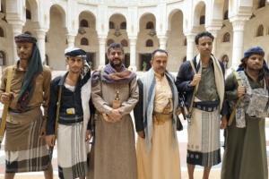 """الانشقاقات الإخوانية.. """"الإصلاح"""" يرتمي في أحضان الحوثي"""