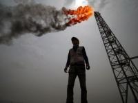 النفط يواصل نزيف خسائره.. برنت يتراجع إلى 41.62 دولاراً والأمريكي إلى 38.79