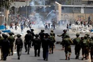 إصابة عشرات الفلسطينيين خلال مواجهات مع الاحتلال الإسرائيلي بالضفة الغربية