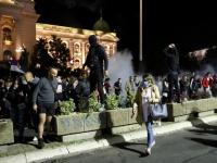 لهذا السبب.. محتجون يقتحمون مبنى البرلمان الصربي