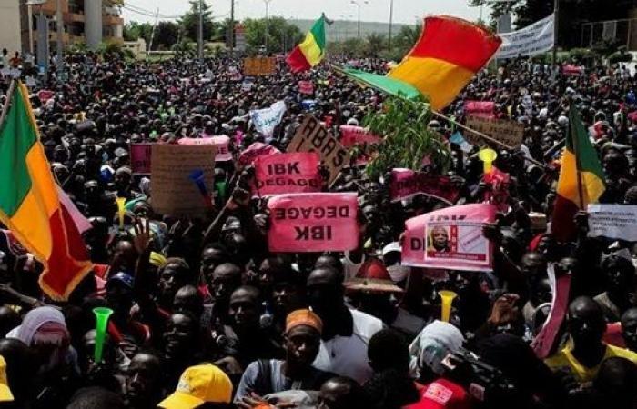 فوضى في مالي ومحتجون يقطعون بث التلفزيون الرسمي