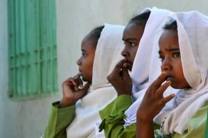 السودان يجرّم ختان الإناث