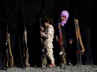 """عاقبوه بـ """"ذنبٍ"""" لم يقترفه والده.. قصة طفل ذاق مرارة الإرهاب الحوثي"""