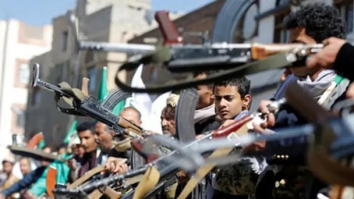 مليشيا الحوثي تواصل إخضاع الموظفين لدورات طائفية