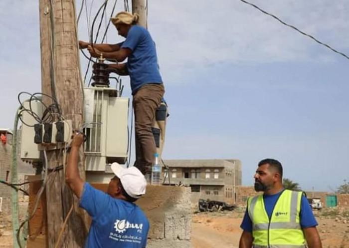 حملة إماراتية لتحسين خدمات الكهرباء في سقطرى (صور)