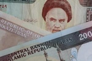 كاتب صحفي: انهيار غير مسبوق للعملة الإيرانية