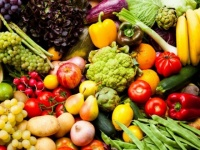 استقرار في أسعار الخضروات والفواكه بأسواق عدن