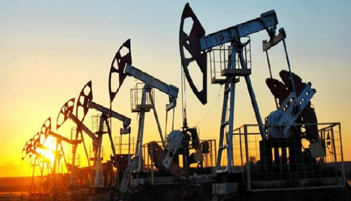 النفط يتراجع 0.4%.. برنت يسجل 44.1 دولاراً للبرميل والأمريكي يلامس 41.7