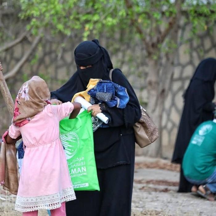 """كسوة العيد لـ3000 طفل بتعز من """"سلمان للإغاثة"""""""