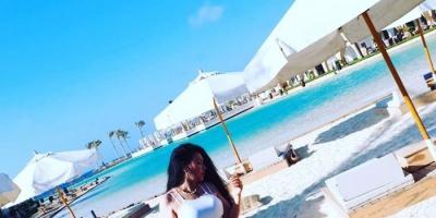 عبير صبري على الشاطئ من عطلتها الصيفية (صور)