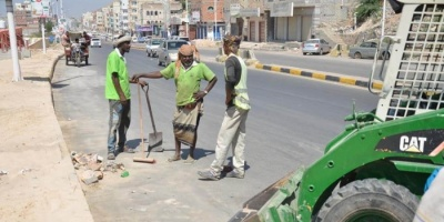 استعدادا لعيد الأضحى.. انتشار فرق النظافة بساحل حضرموت (صور)