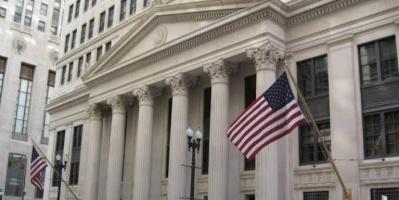المركزي الأمريكي يبقي على الفائدة دون تغيير
