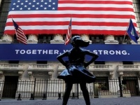 """أمريكا تدخل مرحلة الركود الاقتصادي.. وفيتش تعدل تصنيفها إلى """"سلبية"""""""
